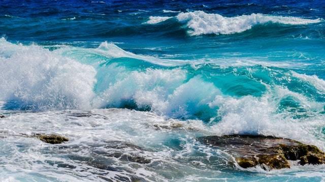 12 Manfaat Laut Bagi Kehidupan Manusia - cadangan air tawar yang besar sekali