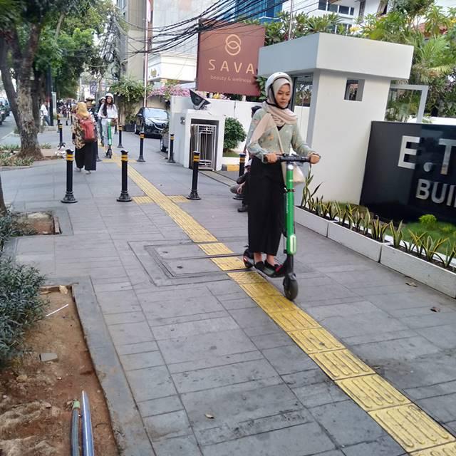 Grabwheels Layanan e-Scooter Tuk Yang Malas Jalan Kaki Tapi Mau Ramah Lingkungan