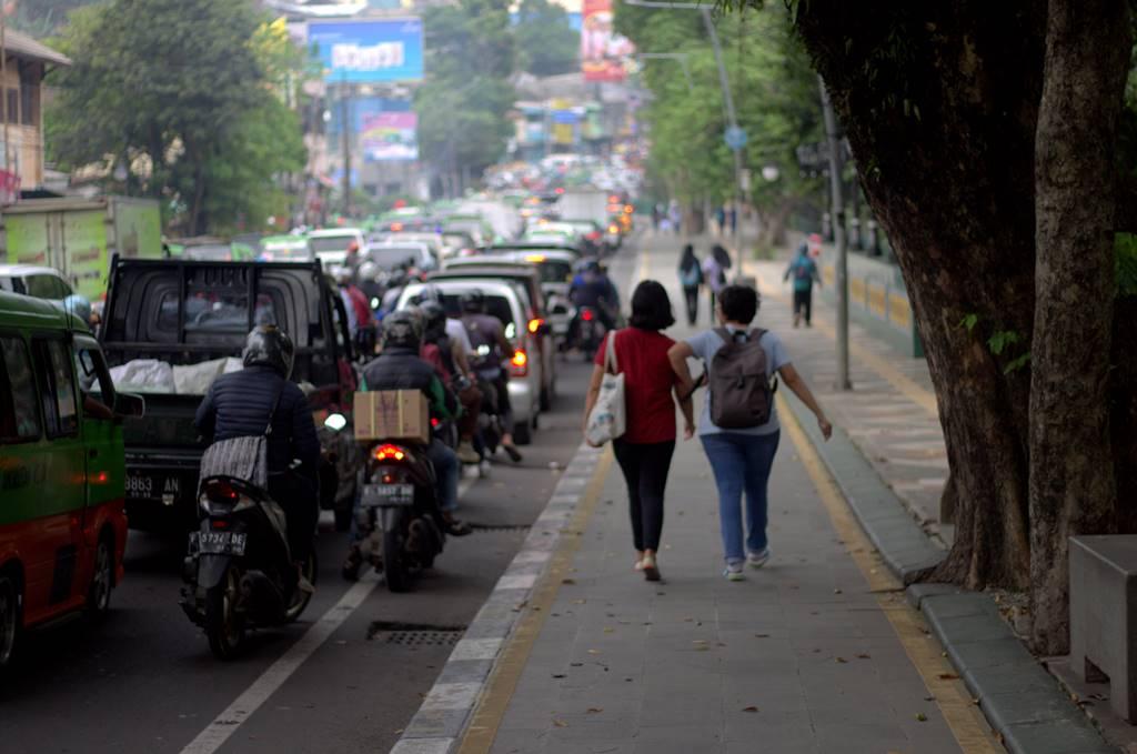 Alasan Trotoar Diperlebar Di Berbagai kota Dan Bukan Jalanan