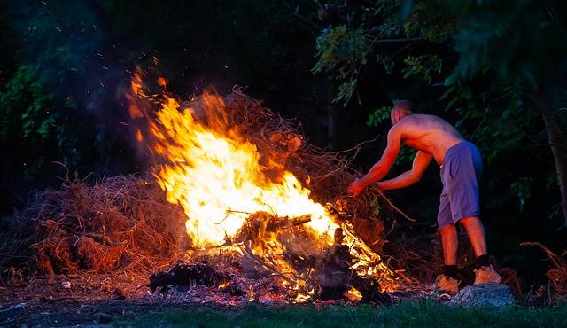 Dilarang Membakar Sampah Melanggar Hukun dan Menyebabkan Pencemaran